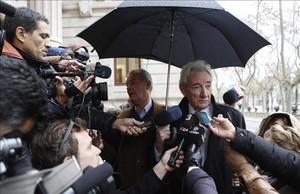 Luis del Olmo llega este lunes a la Audiencia de Barcelona para declarar en el juicio contraRogelio Rengel, uno de sus exadministradores, que presuntamente le estafó tres millones de euros.