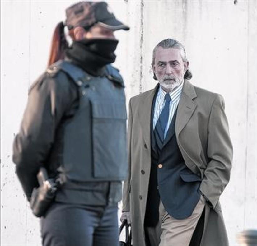 Francisco Correa,al llegar al juicio de la 'Gürtel' en la Audiencia Nacional, en San Fernando de Henares.
