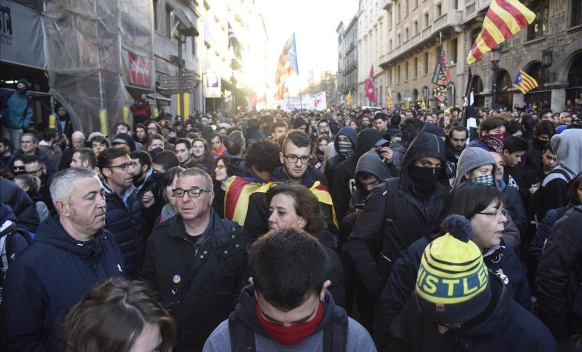Manifestantes en Via Laietana.