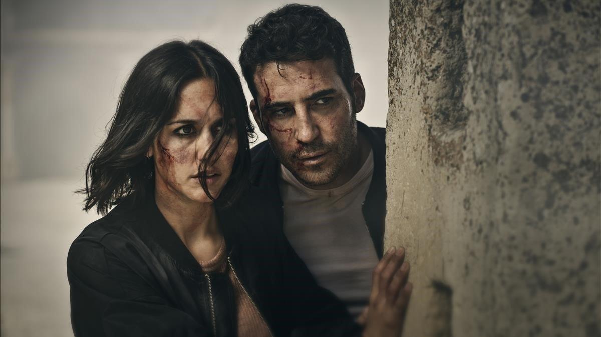 Megan Montaner y Miguel Ángel Silvestre, en '30 monedas'.