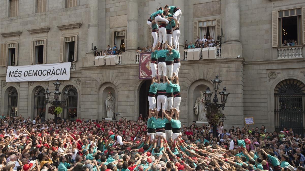 Un momento de la actuación de los Castellers de Vilafranca.