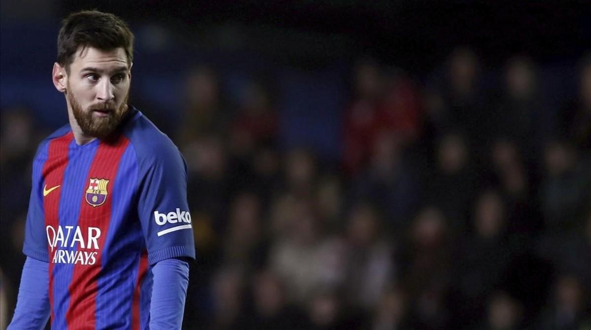 Messi, con gesto serio, en un momento del partido contra el Villarreal.