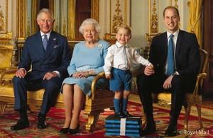 Jorge de Cambridge posa como miembro en la línea de sucesión al trono británico