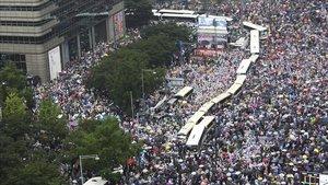 Multitudinaria marcha en Seúl, el sábado, convocada por la Iglesia del Amor Máximo en contra de la gestión de la pandemia del Gobierno surcoreano.