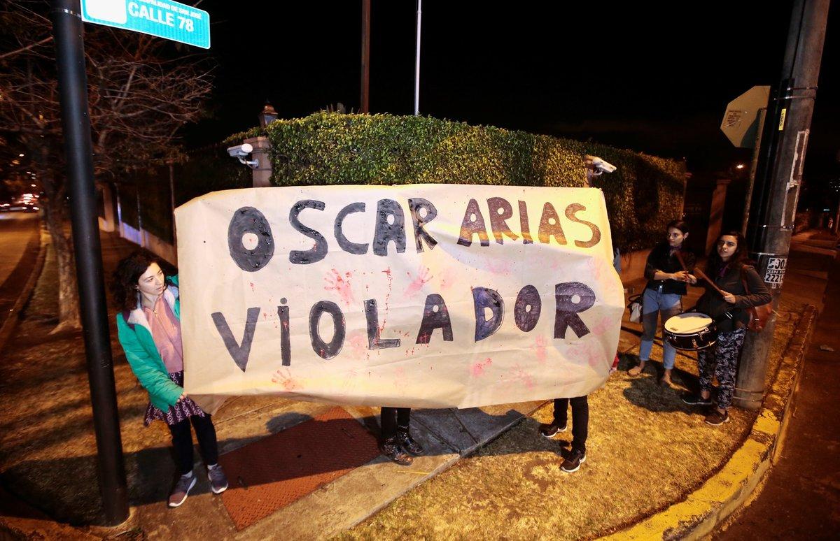 Las protestan en contra de Oscar Arias por las acusaciones en su contra de abusos sexuales.REUTERS Juan Carlos Ulate