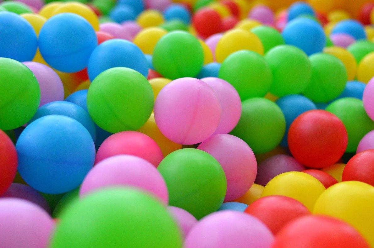 Los expertos advierten del peligro de los parques de bolas: hasta 31 tipos de bacterias