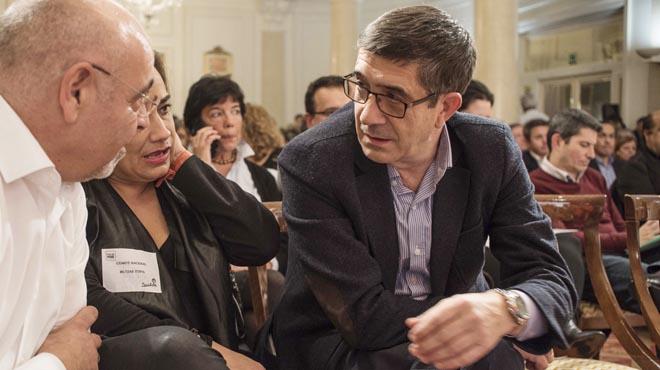 Patxi López tranquiliza al PSOE ante el acuerdo alcanzado por PNV y PSE para gobernar Euskadi .