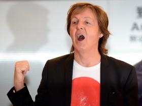 Paul McCartney, en el aeropuerto de Haneda de Tokio.