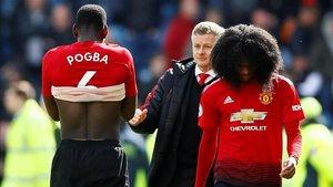 Paul Pogba y Tahith Chong, alicaídos junto a Solskjaer tras quedarse sin opciones de jugar la Champions.