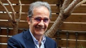 El periodista Andreu Claret, este martes en Barcelona tras ganar el premio Néstor Luján de novela histórica.