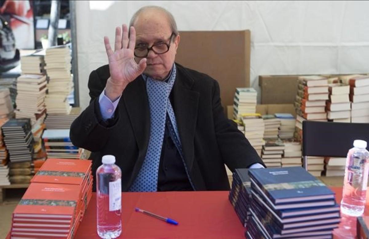 El poeta, académico y escritorPere Gimferrer, en la diada.