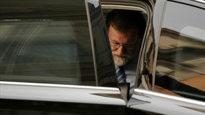Rajoy, a su llegada al Congreso de los Diputados.