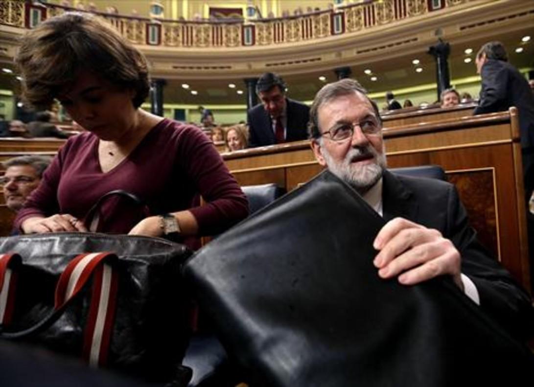 Rajoy y Sáenz de Santamaría, en el Congreso, ayer.