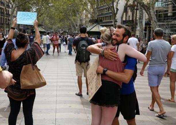 «En la Rambla llegué a dar 839 abrazos en cuatro días»_MEDIA_1