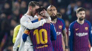 Ramos y Messi se despiden en la ida de la semifinal de Copa 2018-19 (1-1) jugada en el Camp Nou.