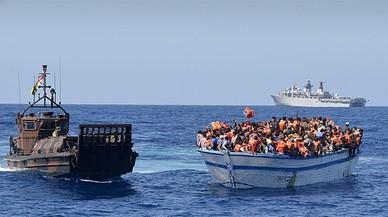 Italia despliega sus barcos de guerra en Libia para luchar contra los traficantes