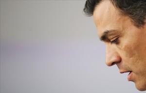 Sánchez dimiteix, el PSOE implosiona