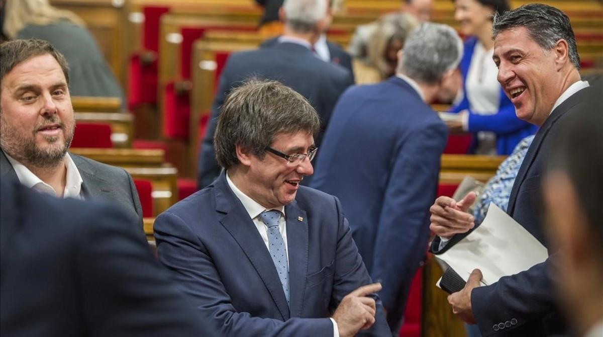 Oriol Junqueras, Carles Puigdemont y Xavier García Albiol, en el pleno del Parlament del 9 de noviembre.