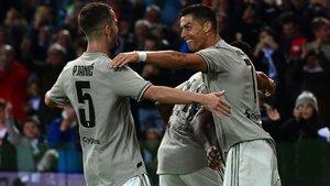 Ronaldo celebra con Pjanic el segundo tanto de la Juve.
