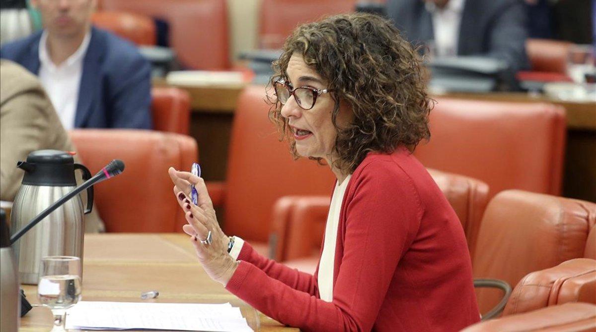La ministra de Hacienda en funciones, María Jesús Montero, en la Diputación Permanente del Congreso de los Diputados.