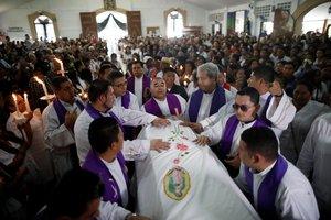 Funerales del sacerdote católico Cecilio Pérez Cruz en El Salvador.