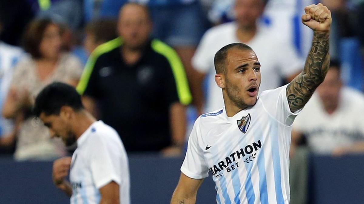 Sandro celebra un gol con el Málaga.