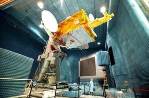El satélite Amazonas de Hispasat, transportador de contenidos de habla hispana, durante su construcción en Toulouse, en el sur de Francia, en el 2004.