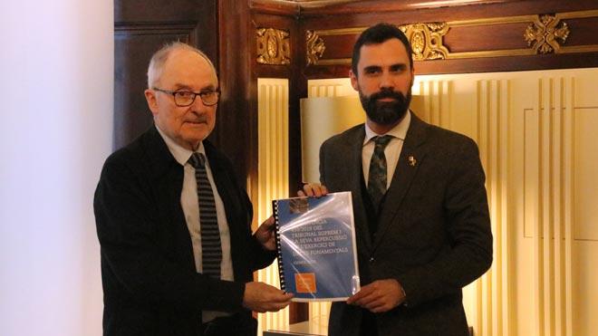 El Síndic de Greuges, Rafael Ribó(en la foto, junto a Roger Torrent), reclama la amnistía para los políticos presos.