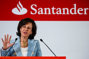 Spanish bank Santander's Executive Chairman Ana Botin gives a speech at the annual results presentation in Boadilla del Monte, outside Madrid, Spain, January 31, 2018. REUTERS/Juan Medina