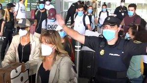 Así ha sido la llegada de los 'Supervivientes' a España: gritos, llantos y momentos de tensión