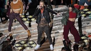 Timberlake y su calzado, durante la actuación de la Super Bowl 2018, este lunes.