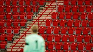 Un momento de un partido de la Bundesliga con las gradas vacías, en Berlín el 27 de mayo.