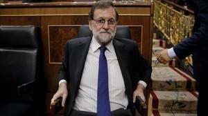 El presidente del Gobierno, Mariano Rajoy, en su escaño en el Congreso.