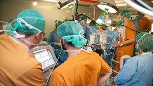 Implantación de un corazón artificial en el Hospital de Bellvitge.