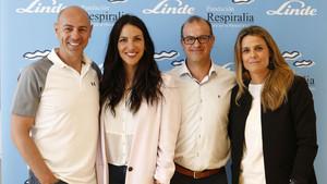 De izquierda a derecha: Martín Giacchietta, entrenador personal; Irene Junquera, participante en la Vuelta y madrina de la iniciativa; Carlos Pons, director gerente de la Fundación Respiralia y coordinador del evento, y Ana Jordán, de Linde Healthcare.