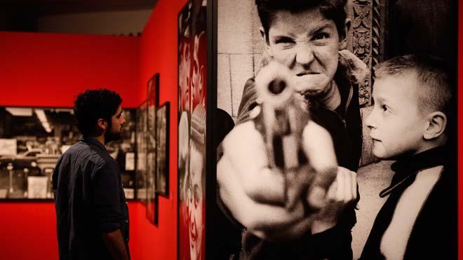 William Klein, pionero de la fotografía moderna, expone su trabajo en La Pedrera.