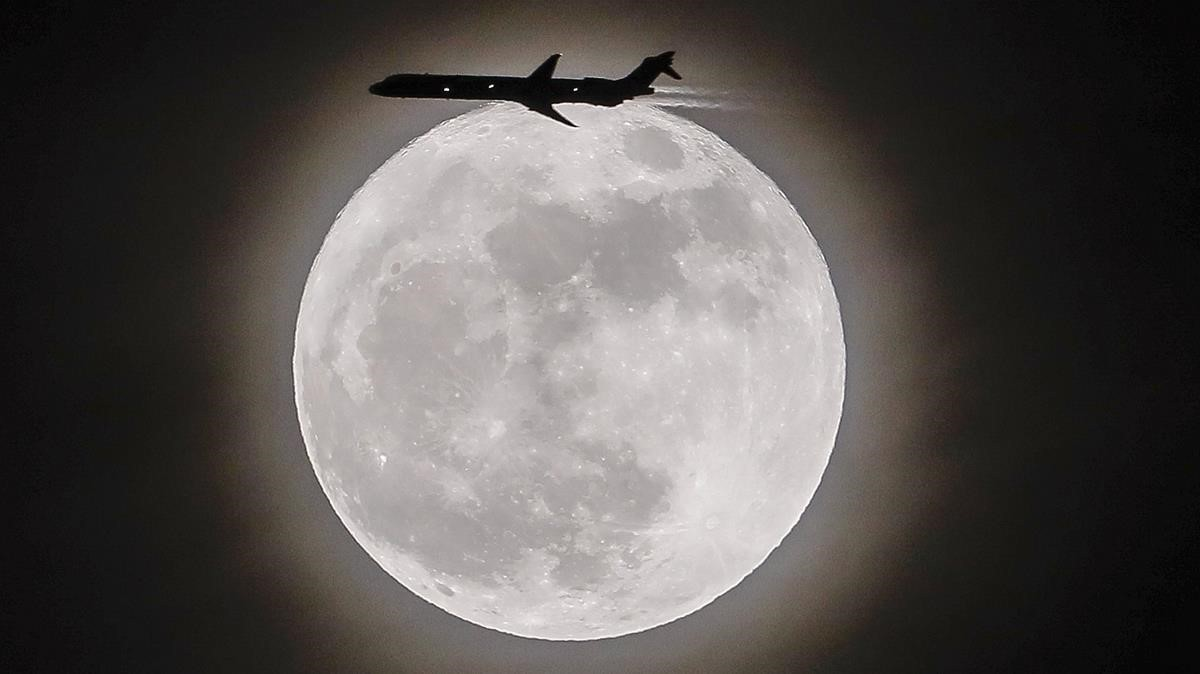 Superluna en Avondale, en el estado de Georgia, al sur de Estados Unidos.