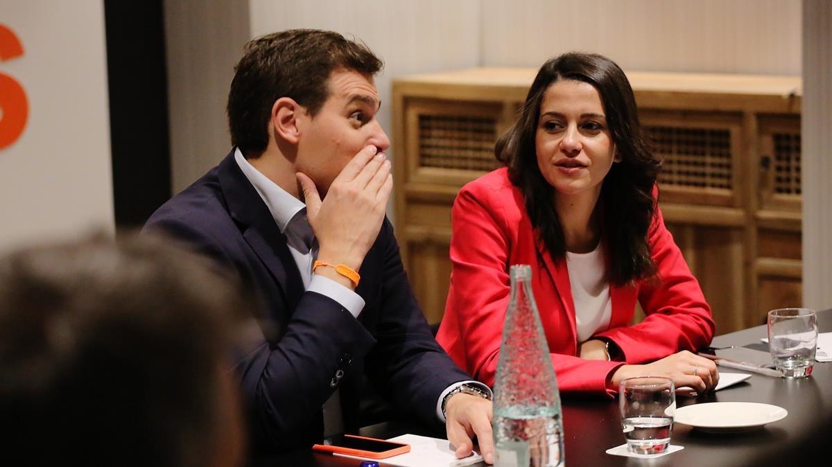 Albert Rivera e Inés Arrimadas, en la reunión de la ejecutiva de Ciudadanos para valorar los resultados de las elecciones al Parlament.