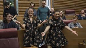 El divertit moment en què dues diputades valencianes coincideixen al ple amb el mateix vestit