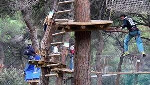 Bosc Tancat (Cerdanyola del Vallés): 8,5 hectáreas deentorno natural con un circuito de aventuras sobre los árboles.