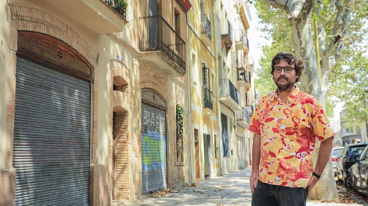 Julià Guillamon, en el barcelonés barrio de La Plata.