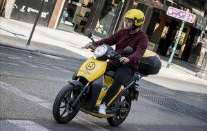 Una moto eléctrica de alquiler compartido este martes en València