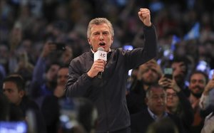 Macri posa en joc la seva reelecció enmig del naufragi econòmic a l'Argentina