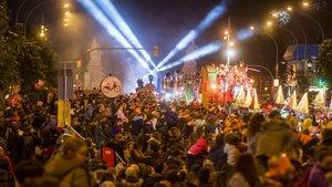 Inicio de la Cabalgata de los Reyes Magos de Barcelona, en la calle del Marquès de l'Argentera, el pasado domingo.