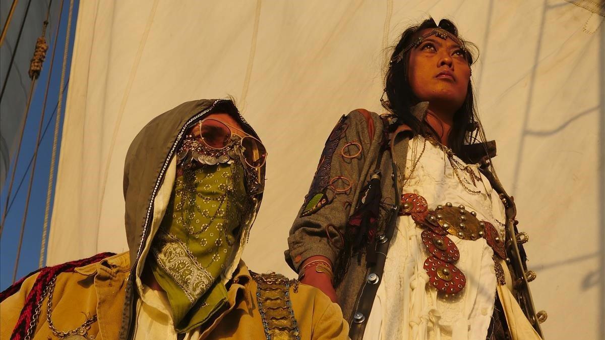 Grey Filastine y Nova Ruth en el 'Arka Kinari'.