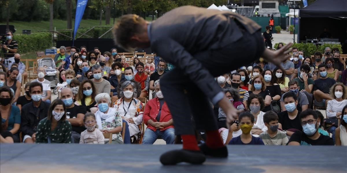 El neozelandés Trygve Wakenshaw, durante su actuación en el parque de la Ciutadella.