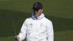 Zidane, en el entrenamiento de este martes en Valdebebas.