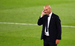 Zidane sonríe a la conclusión de un reciente encuentro de Liga