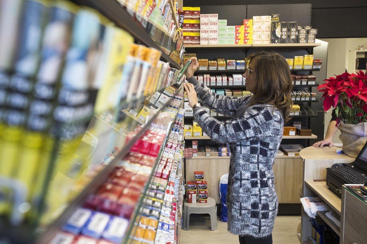 Sanitat finançarà per primera vegada un medicament per deixar de fumar