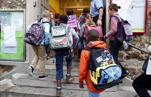 dcaminal30890089 schoolchildren enter the primary school jules ferry in fonte160811105755
